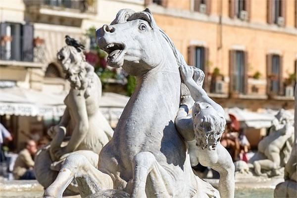 Particolare-fontana-del-tritone-a-piazza-Navona
