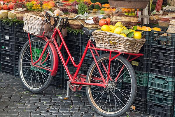 Bicicletta-piena-di-frutta