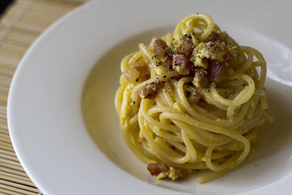 Pasta-alla-carbonara-Rome